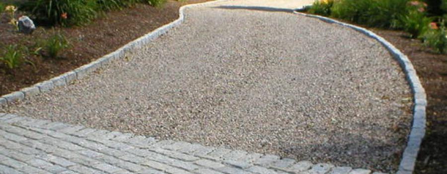Granitskærver i indkørsel